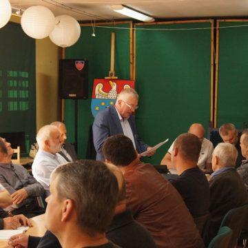 Majowe spotkanie Powiatowego Koła Pszczelarzy wPowiatowej Bibliotece Publicznej wKępnie