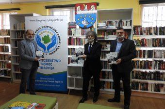 Przekazanie książek opolicji